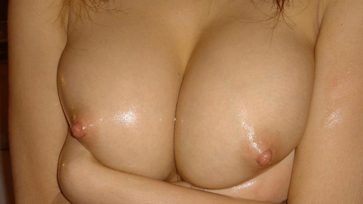 巨乳の人妻と不倫